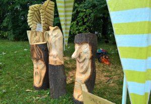 Řezby na akci Myslíkovský dřevorubec