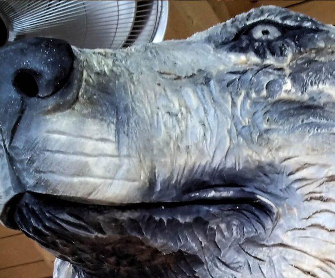 hlava vlka dřevořezba
